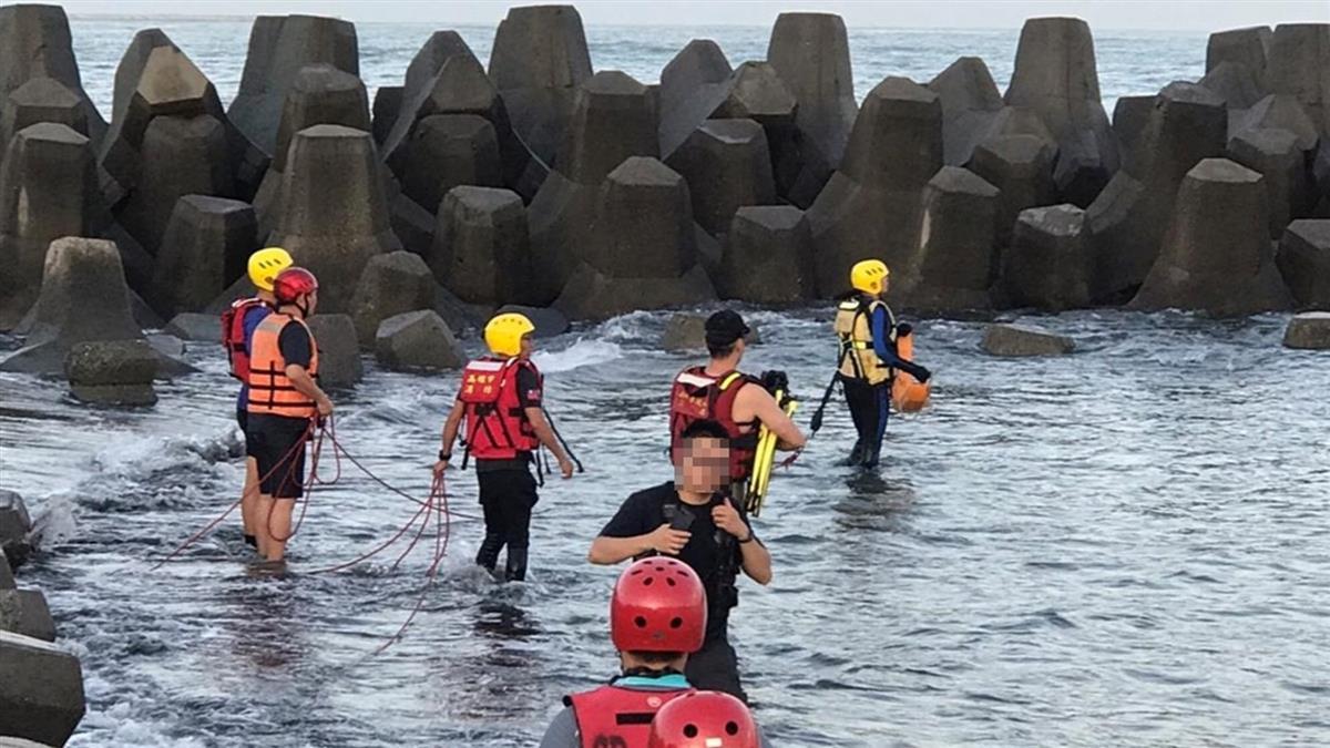 旗津戲水被捲走!慈父為救10歲兒溺斃 家屬岸邊哭斷腸