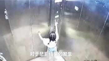 3歲女童搭電梯竟墜樓亡 最後拍門求助身影曝光