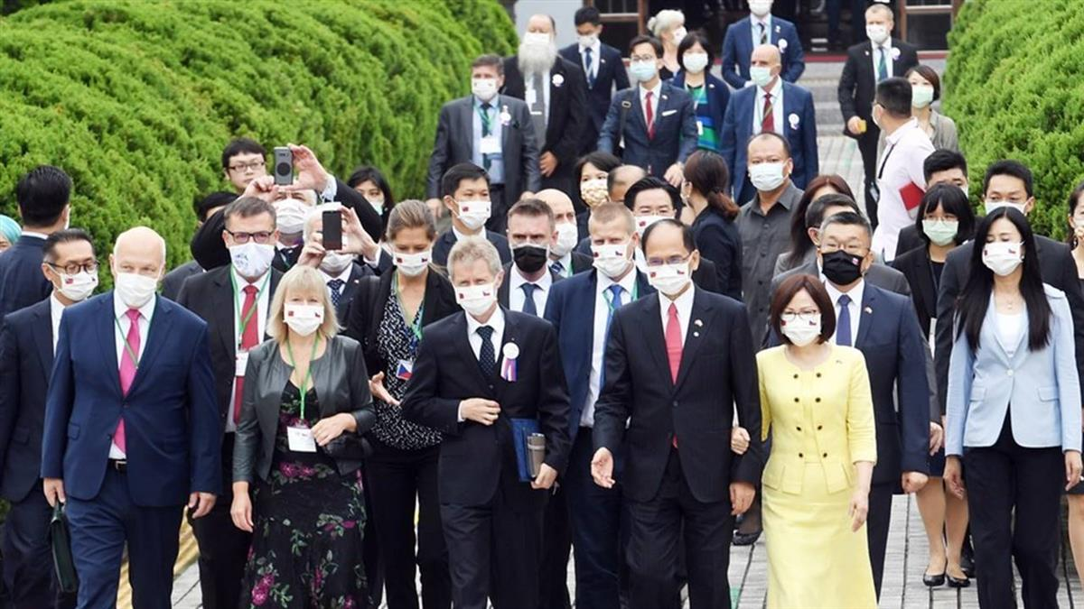 總統:堅持信念必贏得尊敬 因為我們是台灣人