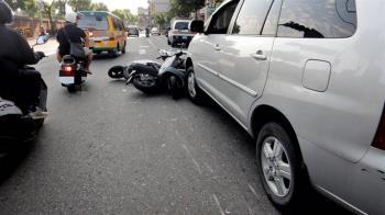 桃園男子酒後駕車  一分鐘內撞倒7輛機車