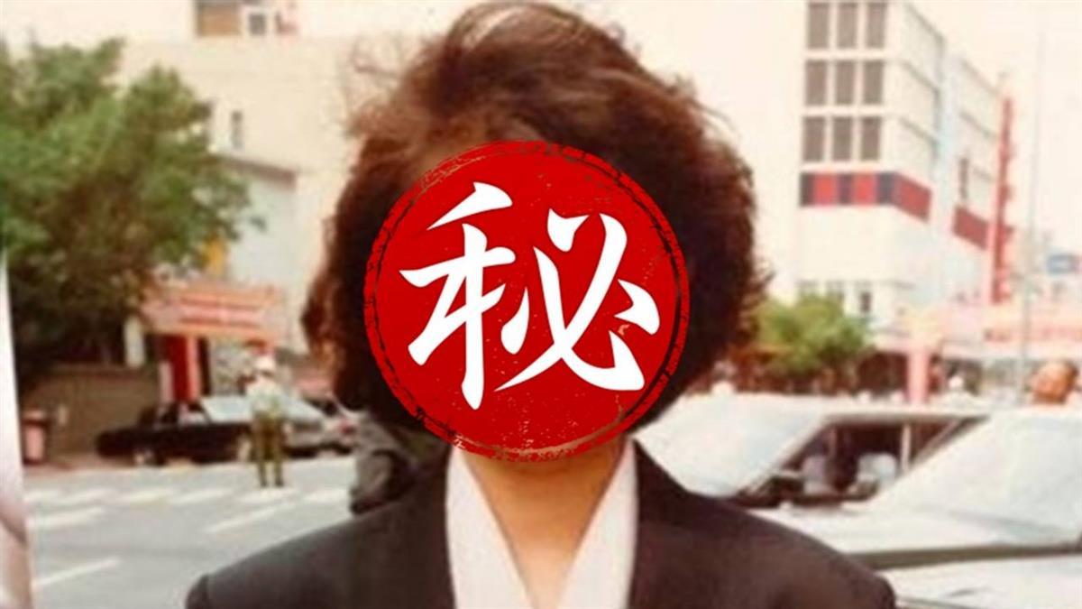 超美女記者身分曝!服裝被笑「北韓感」 本人霸氣回應:雄趴