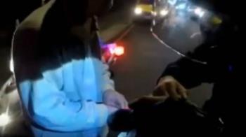 獨/騎士違規警察在後 交通攔查意外逮毒蟲