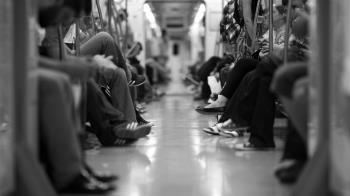 捷運磨蹭女乘客!7旬翁亂噴被逮11次 下場慘了