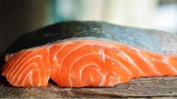 冷藏鮭魚藏武肺病毒?專家證實具感染力 :4度可存活8天