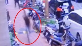 台北傳隨機攻擊!他被鑰匙猛刺破頭…3歲兒親睹崩潰