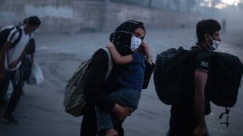 移民危機:希臘移民聚居營地大火1.3萬人流離失所,起火原因眾說紛紜