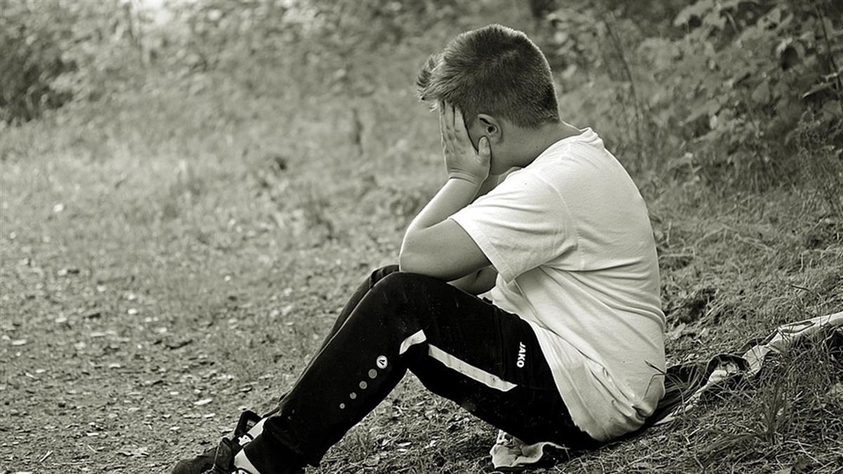 學習不好遭父痛打! 8歲童全裸跑鄰居家求救