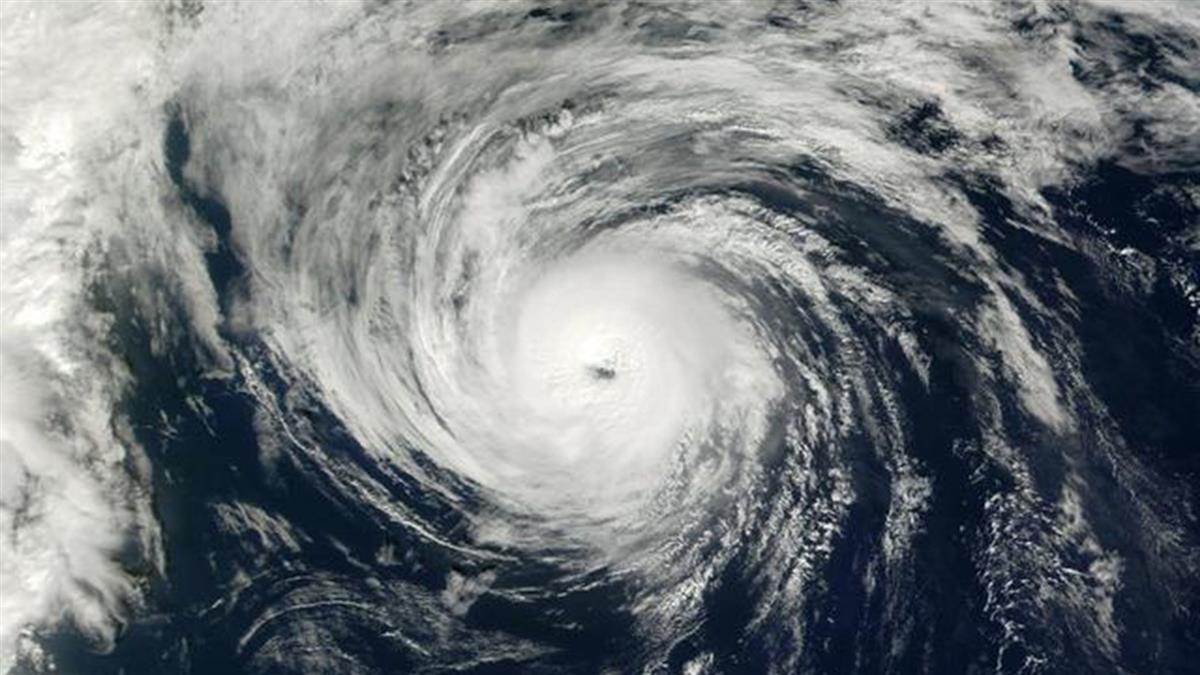 熱帶風暴莎莉逼近增強!即將成1級颶風 釀狂風巨浪暴洪