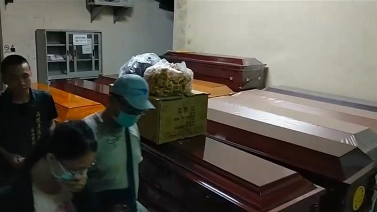 武界野營3人遭沖走慘死!檢察官相驗屍體 家屬崩潰扶棺