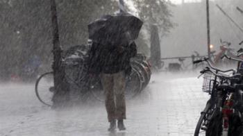 快訊/雨彈狂炸雙北!15縣市大雨特報 慎防雷擊強風