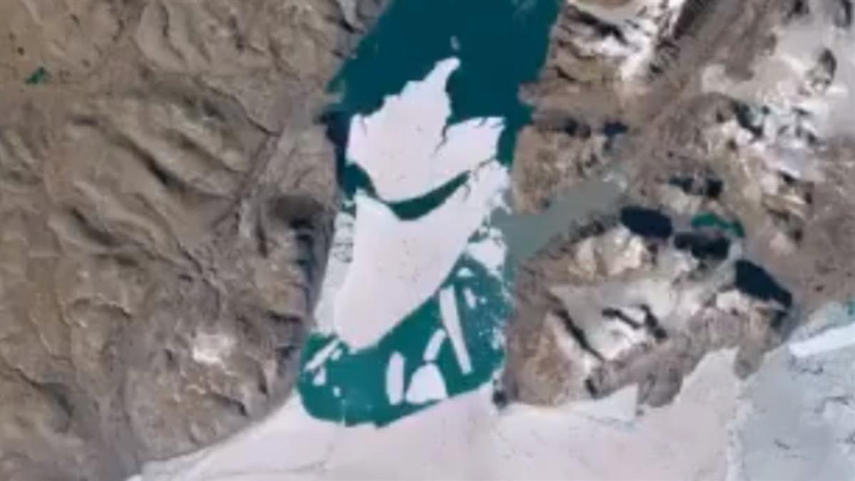 北極最大冰川崩裂!110平方公里大冰塊墜入海