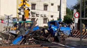 快訊/台鐵撞擊意外!小貨車燒成火球 全車急逃命