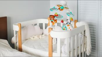 朋友想轉贈嬰兒床託他幫拍照 照片曝光網友全傻了:整個很莊嚴