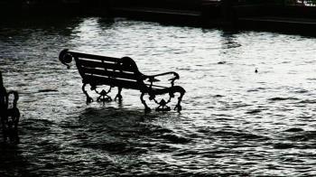 颱風紅霞登陸越南 降豪雨至少釀1死