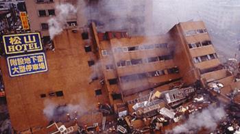 21年前全台狂晃102秒! 他憶921大地震:醫院走廊都是血