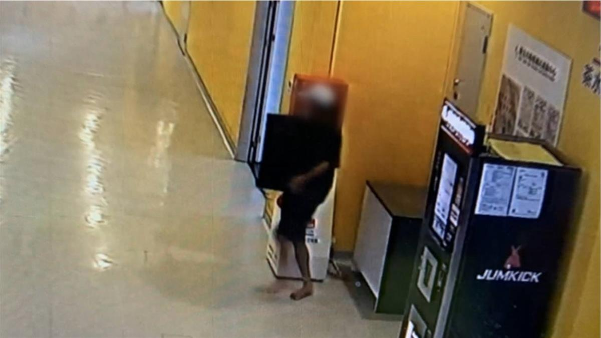 獨 / 新北運動中心兌幣機遭竊!小偷抱不動20公斤 還找同夥拆