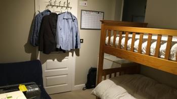忘記關窗戶!男大生6個月後 打開宿舍見慘況崩潰