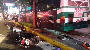內湖公車撞24機車1死1傷! 驚悚瞬間畫面曝