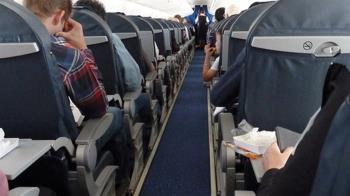 飛機起飛後空姐悄拉布簾 3殘酷原因曝光