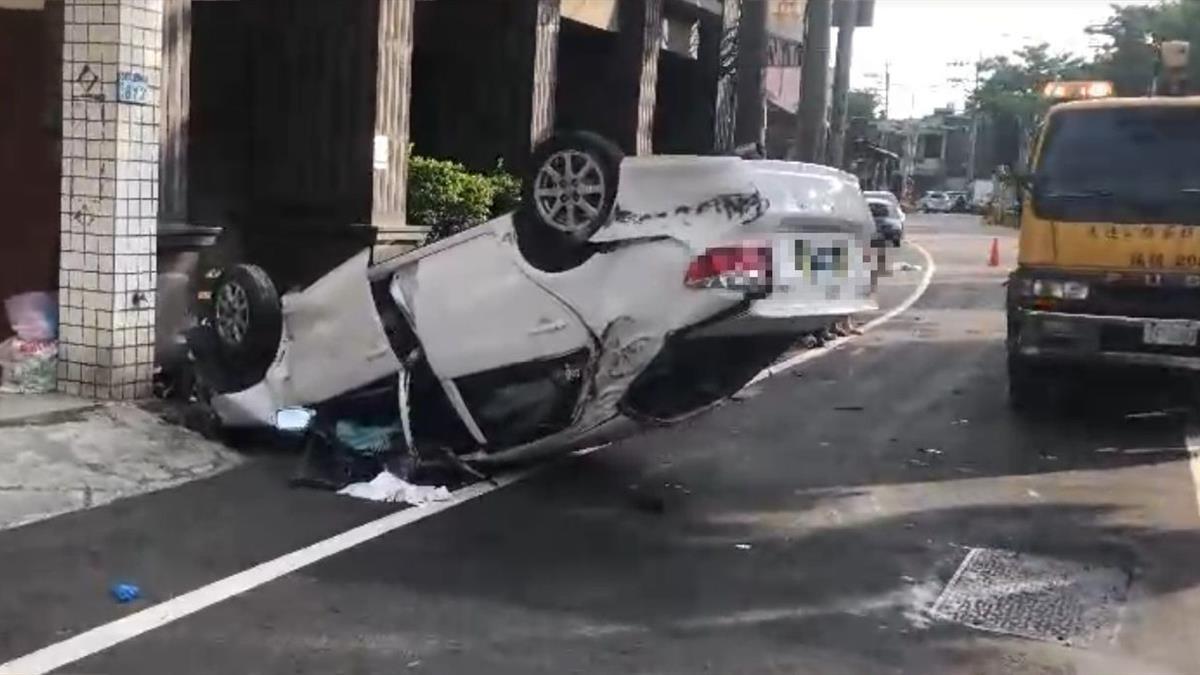 快訊/桃園小客車衝撞民宅!10歲男童沒生跡急搶救