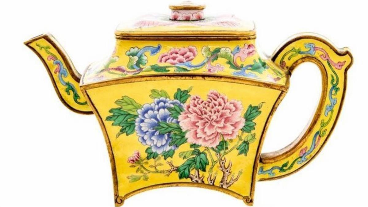 中國大陸古董頻售天價:從英國人車庫驚現「乾隆酒壺」 講起