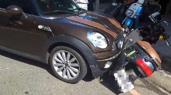 台中自小客逆向衝撞 波及9汽機車多人傷
