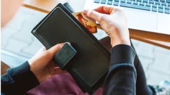 人妻忘繳850卡費!11年後收天價帳單崩潰:以為儲蓄卡