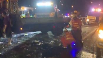 氫氣槽車國道自撞!9鋼瓶掉橋下5連爆 駕駛拋飛慘死
