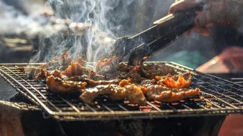 中秋爽吃烤肉!這食材70%都是油 刷醬1次熱量暴增