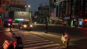 快訊/疑燈光昏暗!老翁過馬路遭撞 血流一地搶救中
