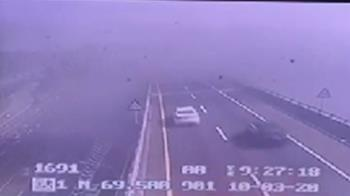 快訊/國道一號楊梅段廠房火警!濃煙狂竄覆蓋道路
