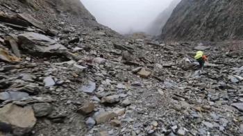 獨/中央尖山-甘薯峰段「死亡稜線」 風化嚴重地形破碎