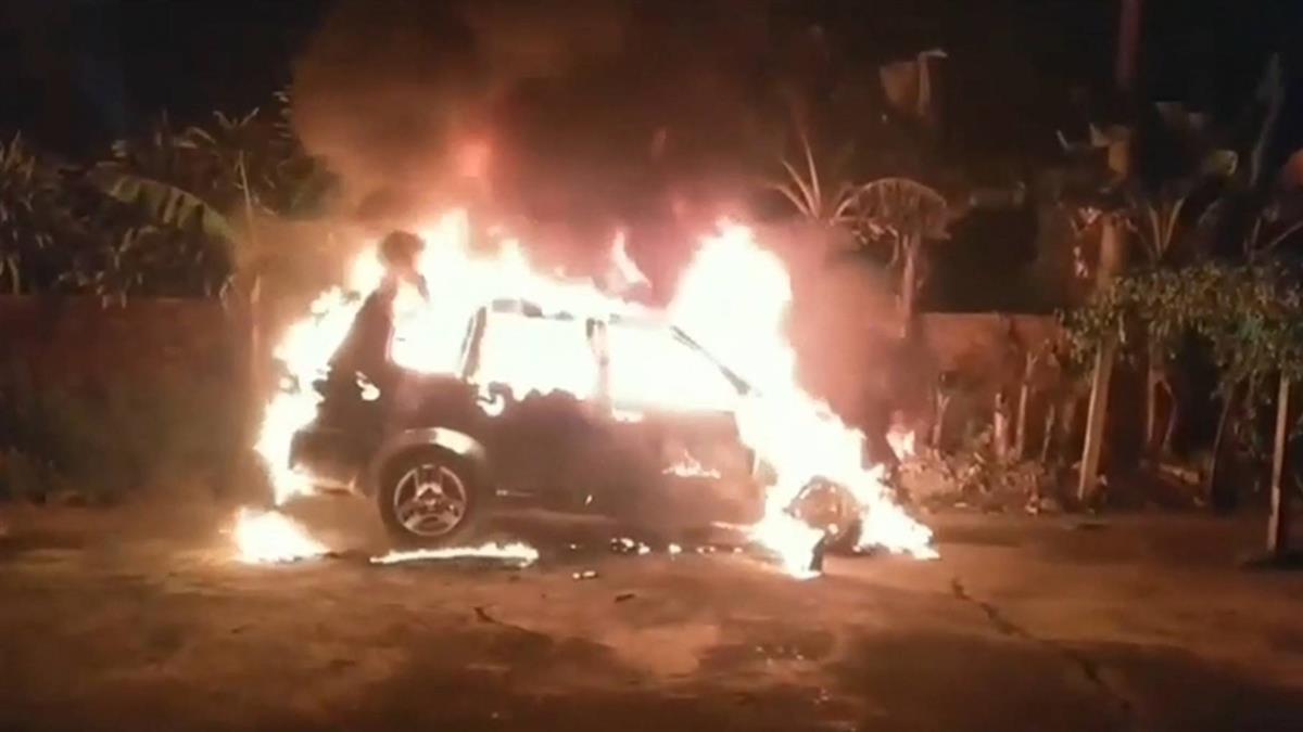 你要自己報警!愛車被燒毀 親弟在旁觀超可疑