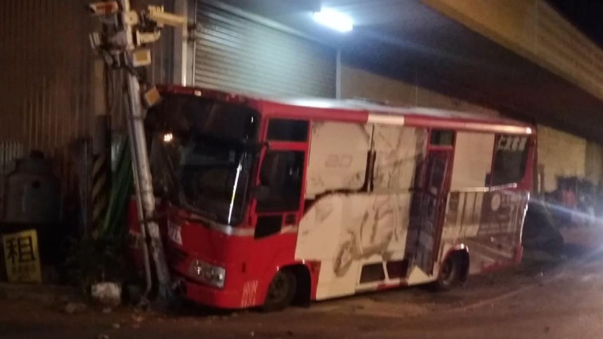 快訊/台中公車駕駛突暈眩!暴衝自撞電線桿 3女急送醫