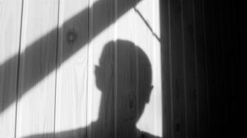 男大生深夜拉14歲女進公廁壞壞 法官因一理由判緩刑