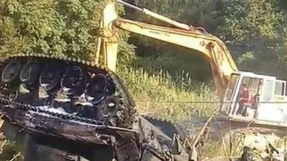 戰車演訓翻覆邊坡起火 釀1死2傷畫面曝光