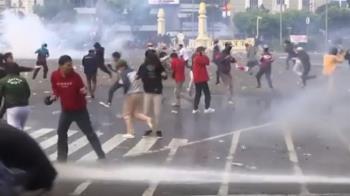 印尼國會取消婚喪假 全國勞工上街抗議爆衝突
