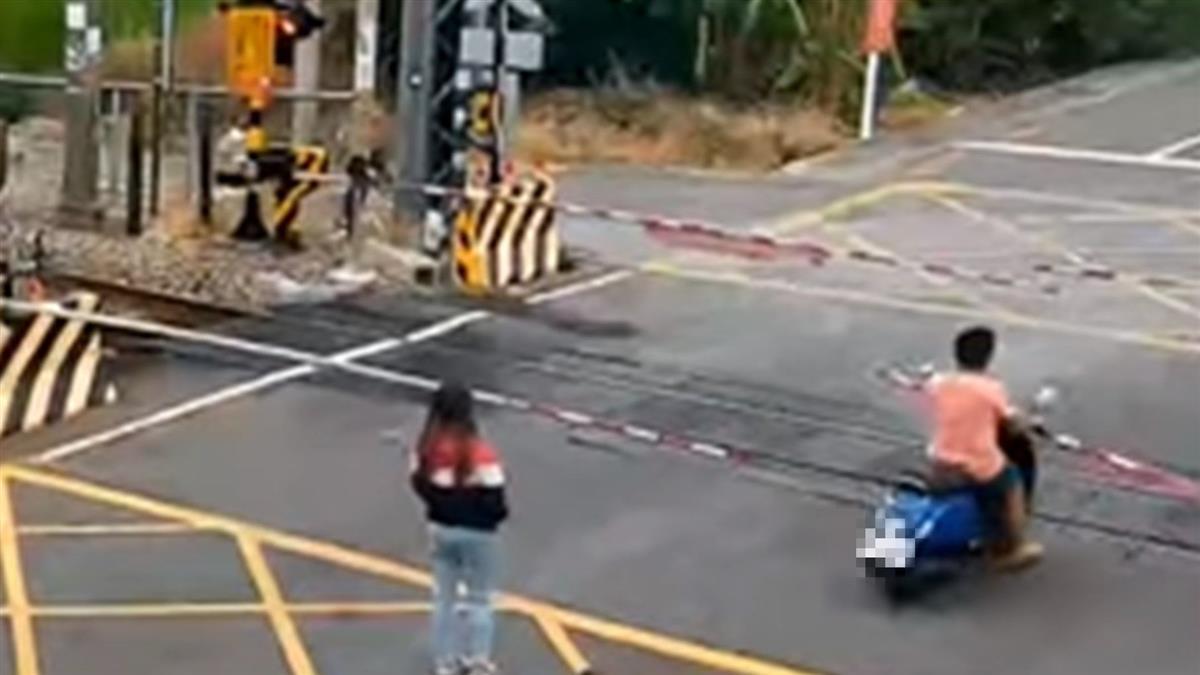 與女友吵架闖平交道!1分鐘後火車來了 負氣男下場曝