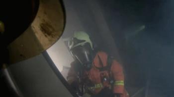 保持通話火場版!妙齡女受困 119接線員電話教學救命