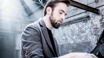 鋼琴家特里福諾夫台北隔離中 創作練琴做瑜伽