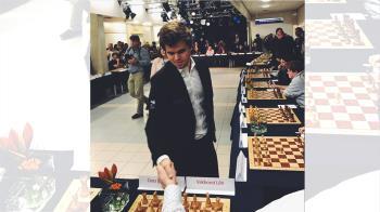 2年多來沒輸過 西洋棋世界冠軍卡爾森在母國吞敗