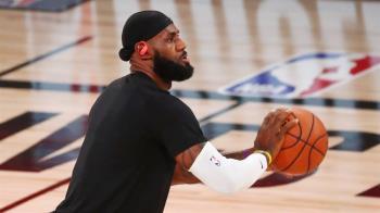 詹姆斯率3隊稱王兼奪FMVP NBA史上首位
