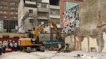 真的拆了!警凌晨突襲 南鐵地下化爆發推擠衝突