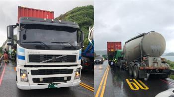 快訊/台2線三車連環撞!化學槽車追撞貨櫃車 騎士遭夾殺慘死