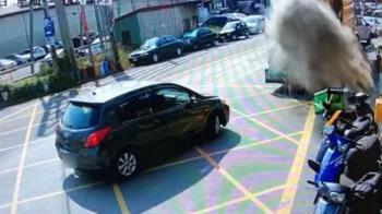 金紙沒澆水就丟!下秒垃圾車「塵爆」直衝清潔人員