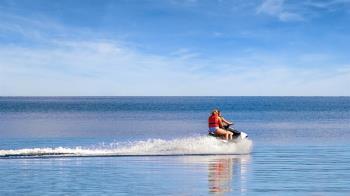 15歲少女墾丁玩水上摩托車重摔! 下體、直腸撕裂狂噴血