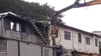 快訊/北市大樓傳施工意外! 近10公尺地樁器具重砸民宅