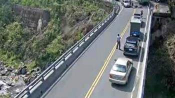 快訊/南投驚傳死亡車禍!男騎士與貨車擦撞斷頭慘死