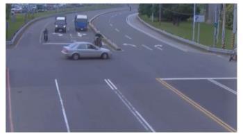 遭酒駕車左轉撞上!YouTuber怒跳車 狂踹擋風玻璃