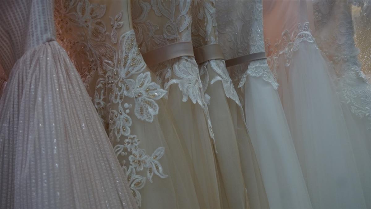 伴娘搶風采!婚禮硬穿鏤空裝搶首飾 新娘氣炸開嗆